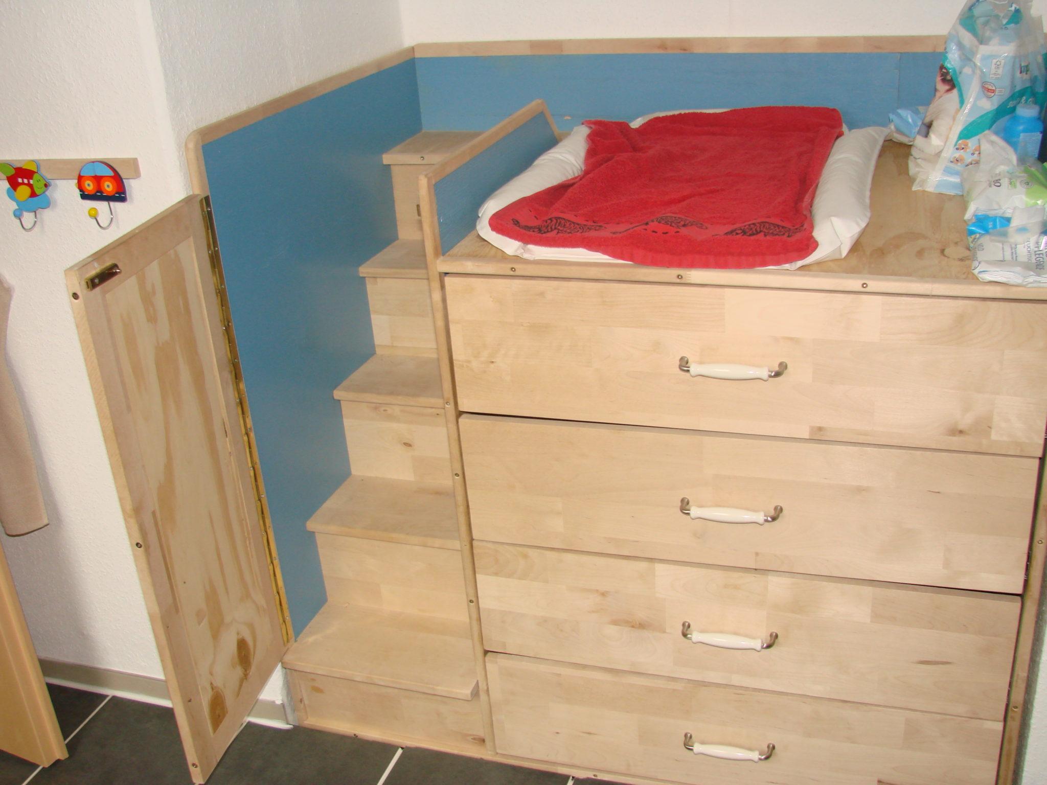 wickeltisch mit treppe